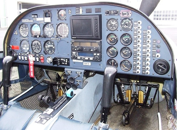 dv20cockpit.JPG