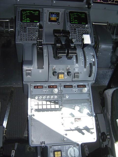 Boeing 717 Cockpit