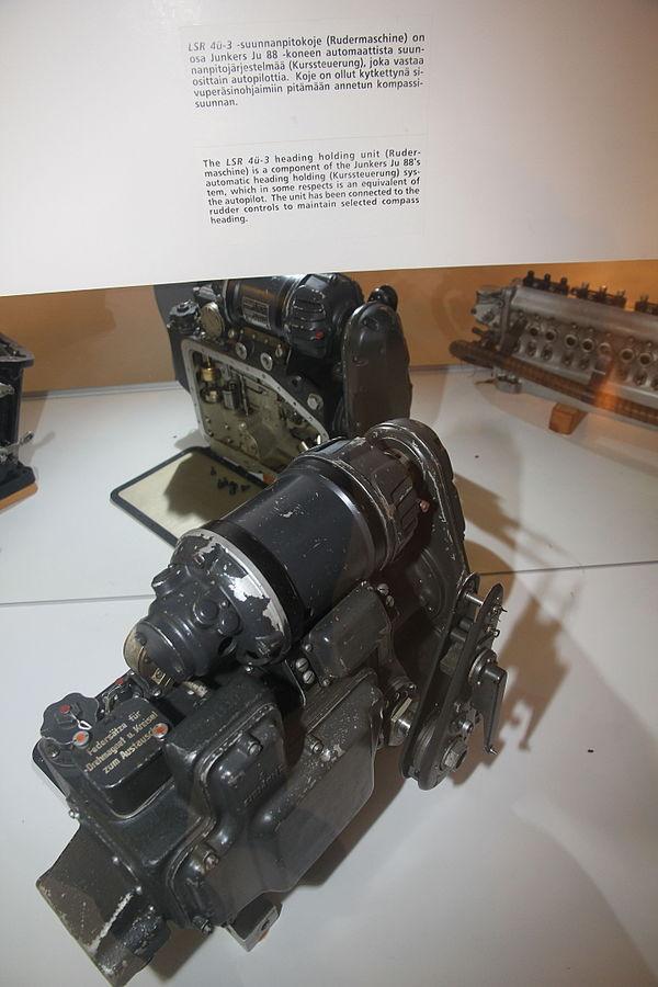 600px-LSR_4%C3%BC-3_Rudermaschine_Keski-