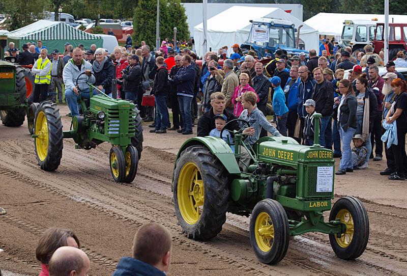 traktoreita.jpg.8296955dc06149286a1cd02719752880.jpg