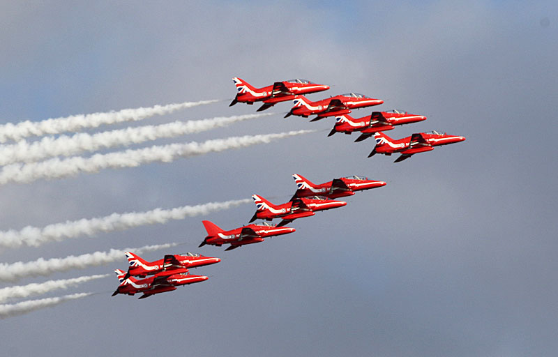 red_arrows.jpg.0a47b3f0218b170c6b3fa68146bc6a5c.jpg