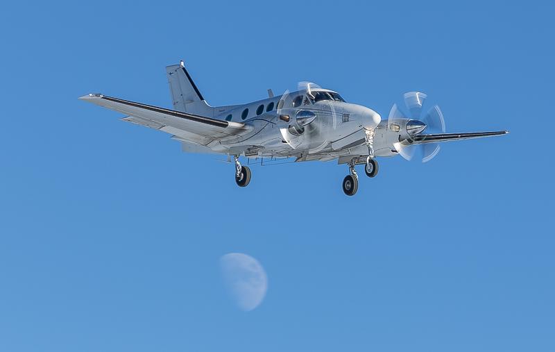 aeroplane-1-2.jpg.72d76929a01e0f8753af94a528b51e19.jpg