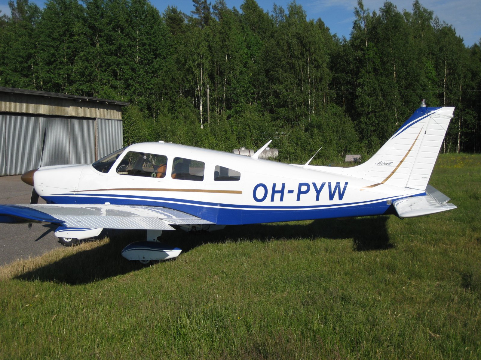 Piper PA-28-181 Archer II OH-PYW EFHN 2008-06-13