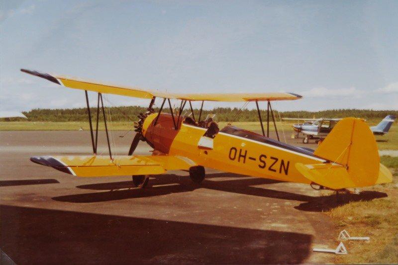 Joensuun Ilmailukerhon Fw 44J Stieglitz Onttolan lentokentällä 10.8.1973.