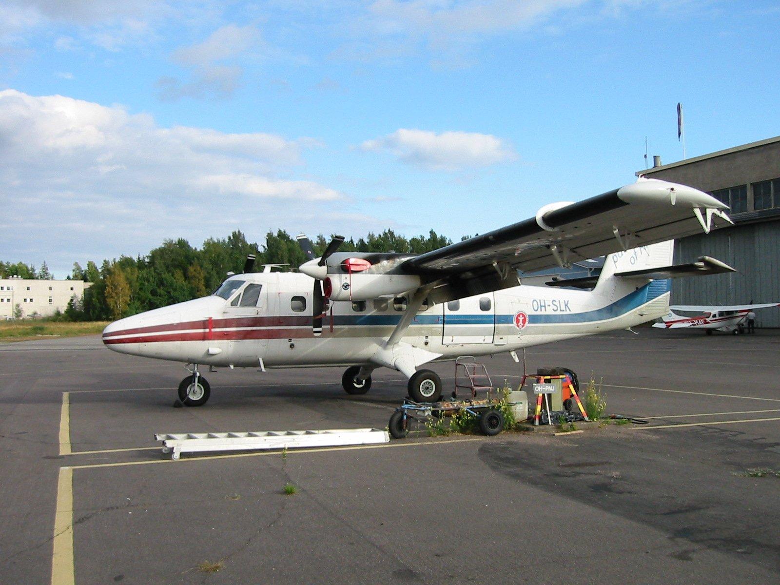 DHC-6-300 Twin Otter OH-SLK EFHF 2002-08-06