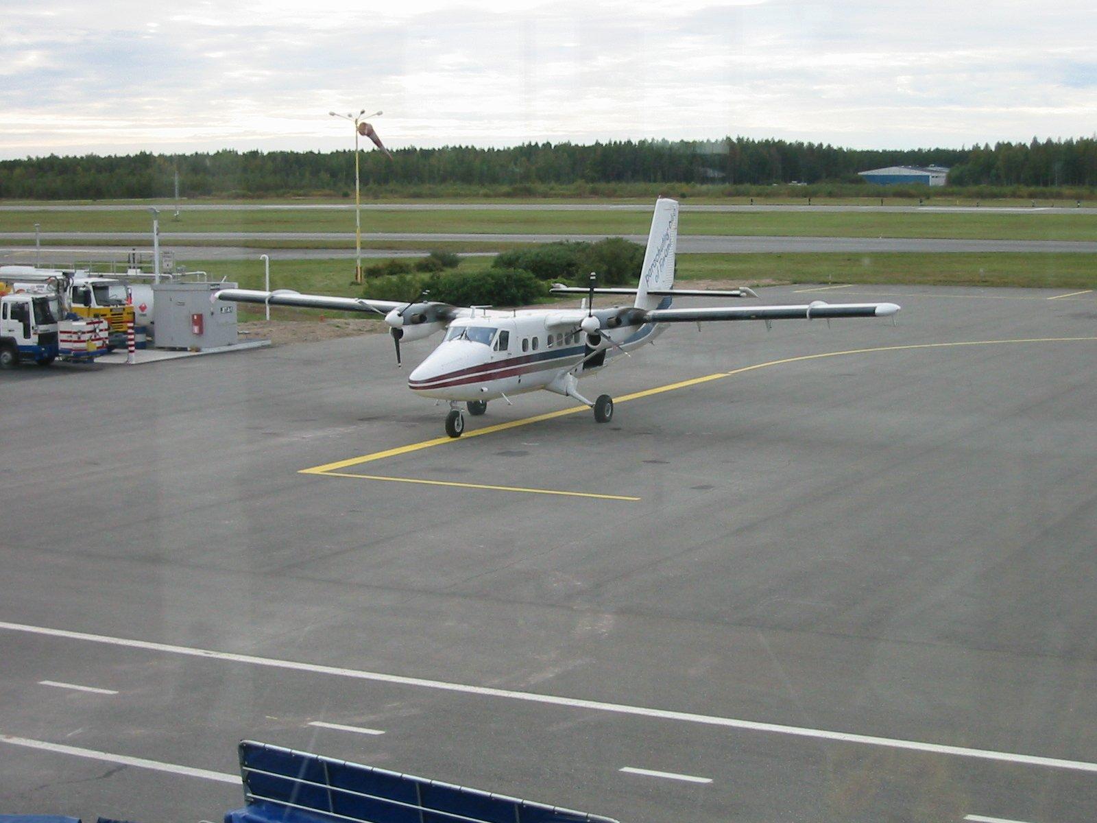 DHC-6-300 Twin Otter OH-SLK EFPO 2002-09-20