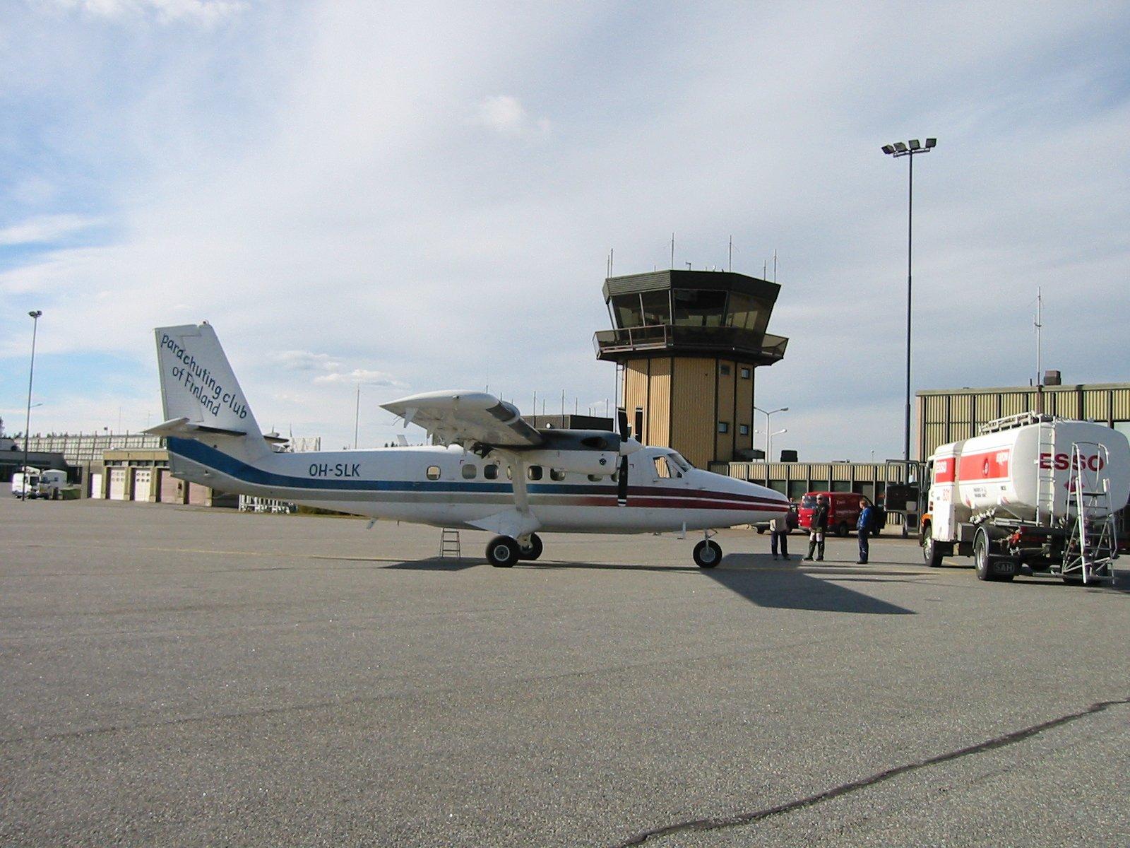 DHC-6-300 Twin Otter OH-SLK EFTP 2002-09-20