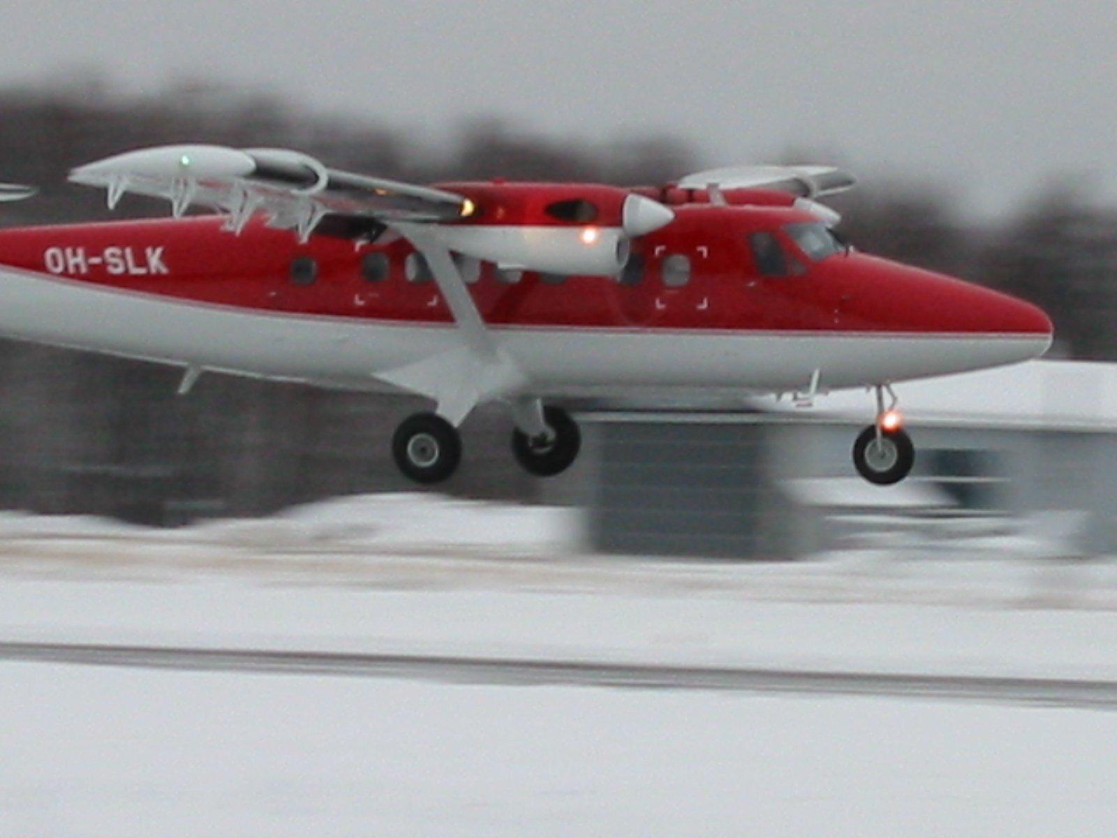 DHC-6-300 Twin Otter OH-SLK EFHF 2002-11-23