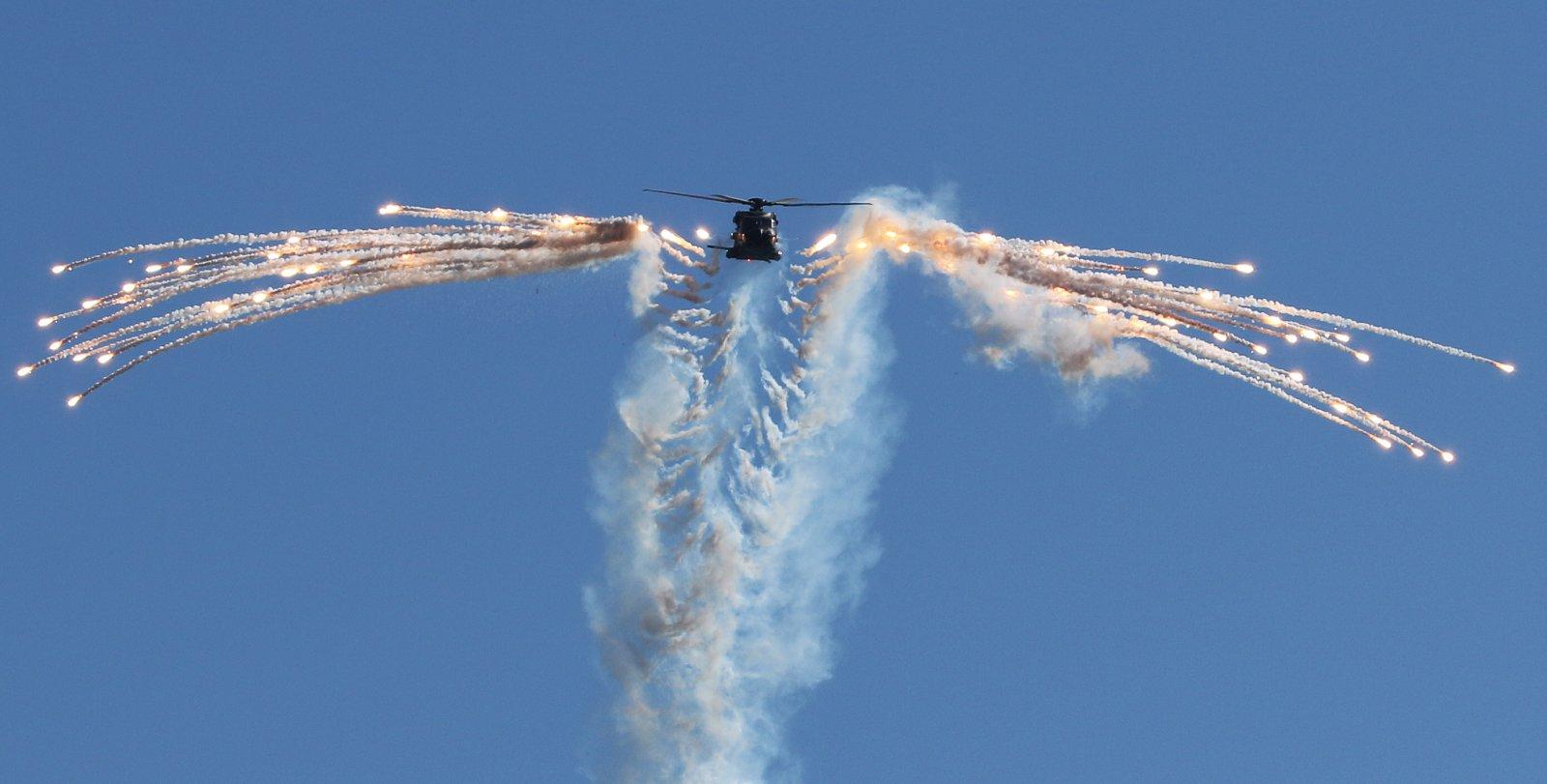 NH90 flares.jpg