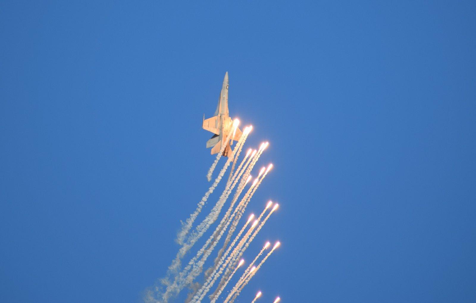 F/A-18C Hornet & flares