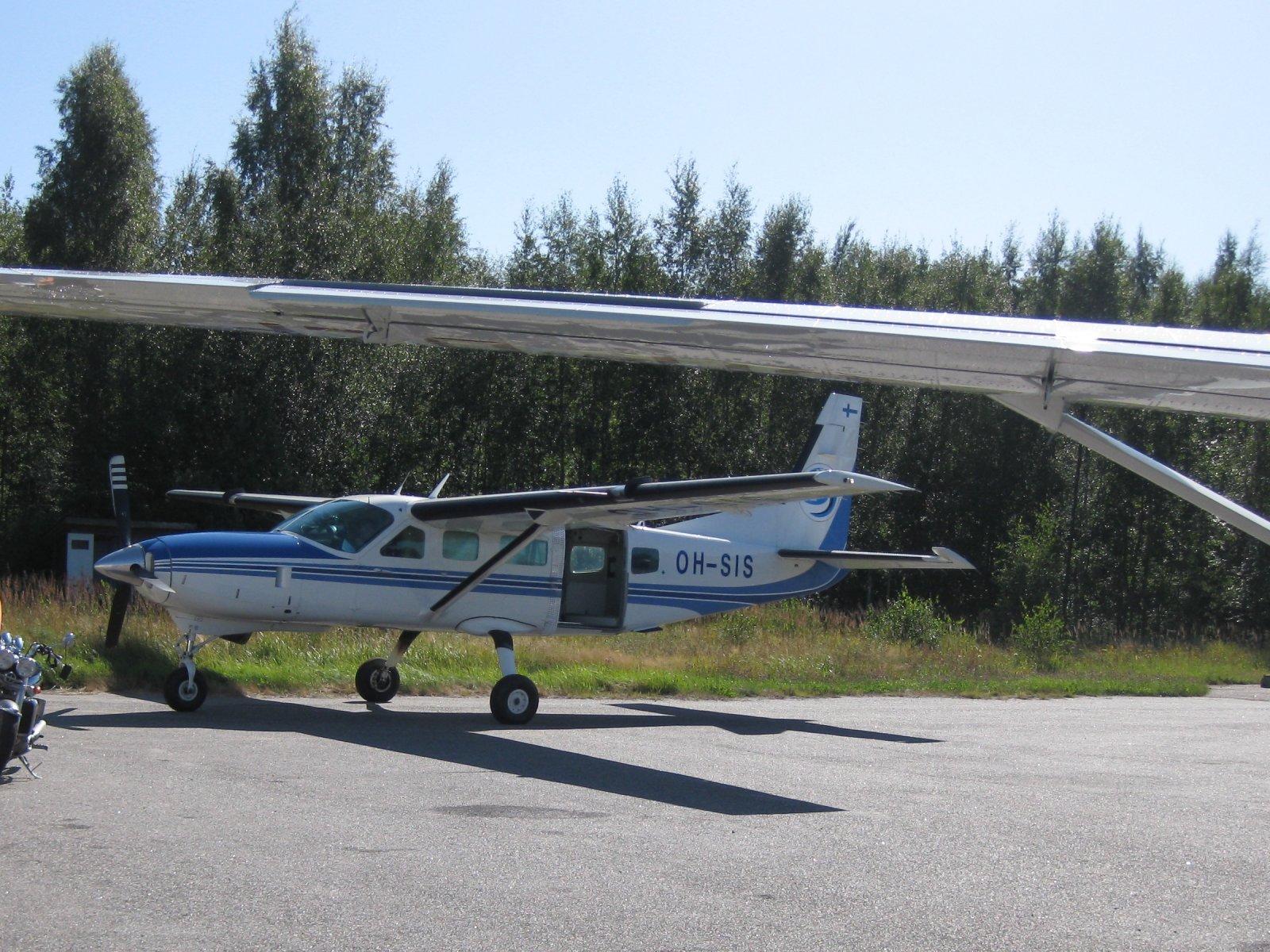 Cessna 208 Caravan I  OH-SIS EFHN 2009-08-21