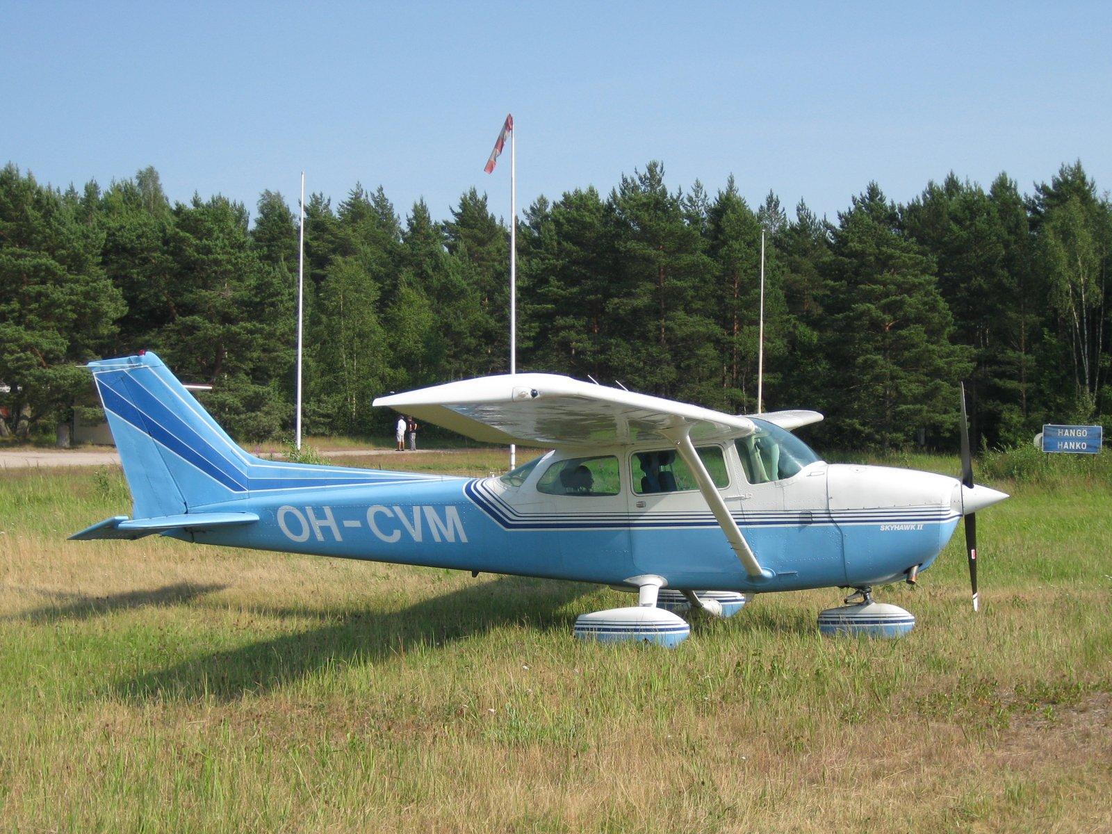 Cessna 172M Skyhawk OH-CVM EFHN 2010-07-11