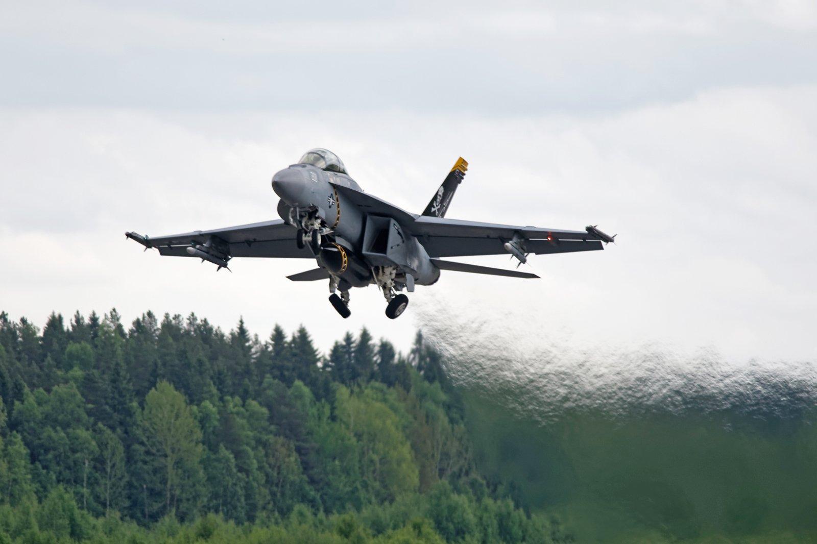 Super Hornet puhaltaa
