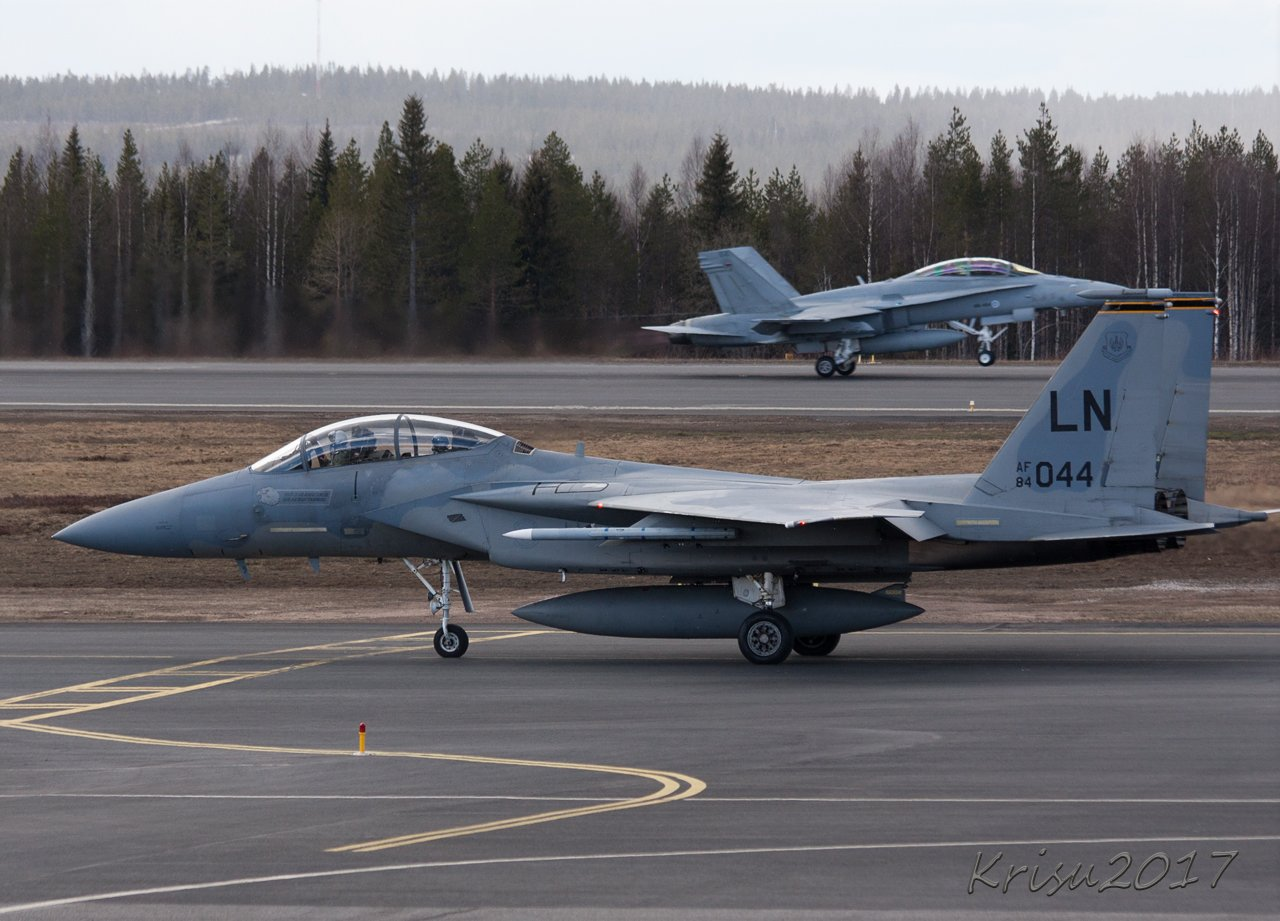 F15, takana peruskaura