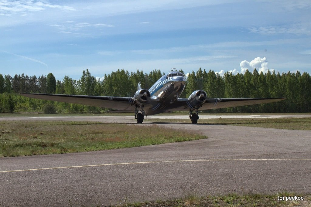 DC-3 tulee