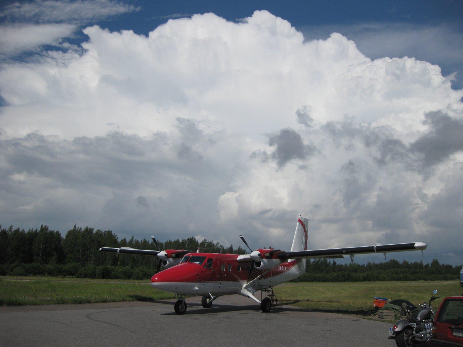 DHC-6-300 Twin Otter OH-SLK EFHN 2008-07-21