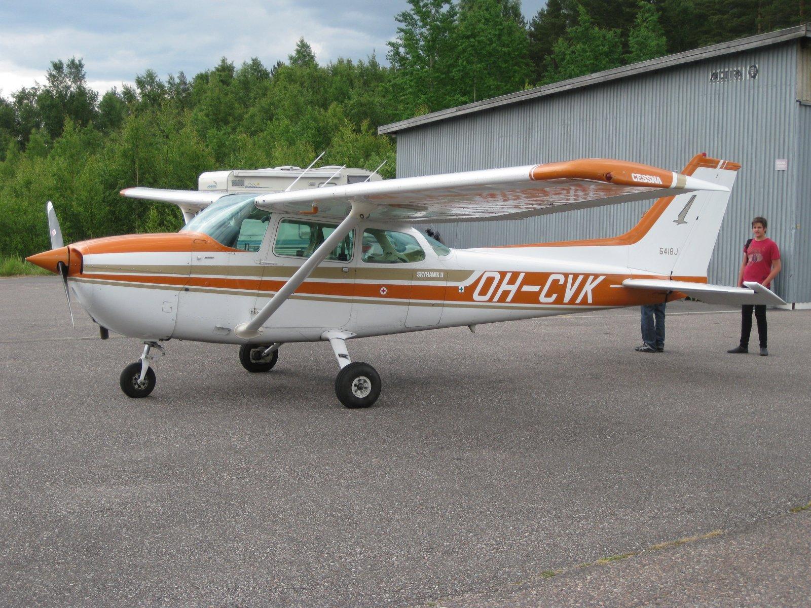 Cessna C172N Skyhawk OH-CVK EFHN 2009-06-27
