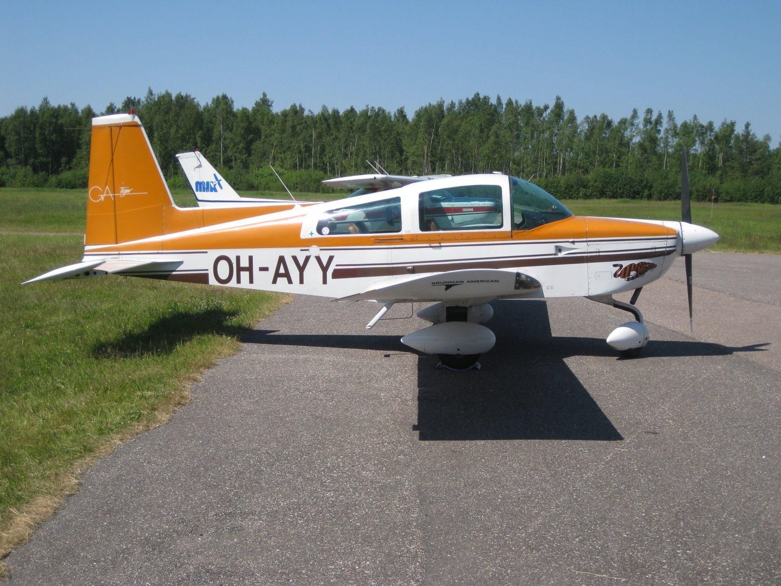 Grumman American AA-5B Tiger OH-AYY EFHN 2009-06-28