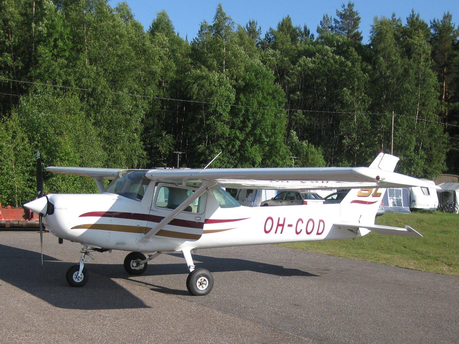 Cessna C152 II OH-COD EFHN 2009-07-03