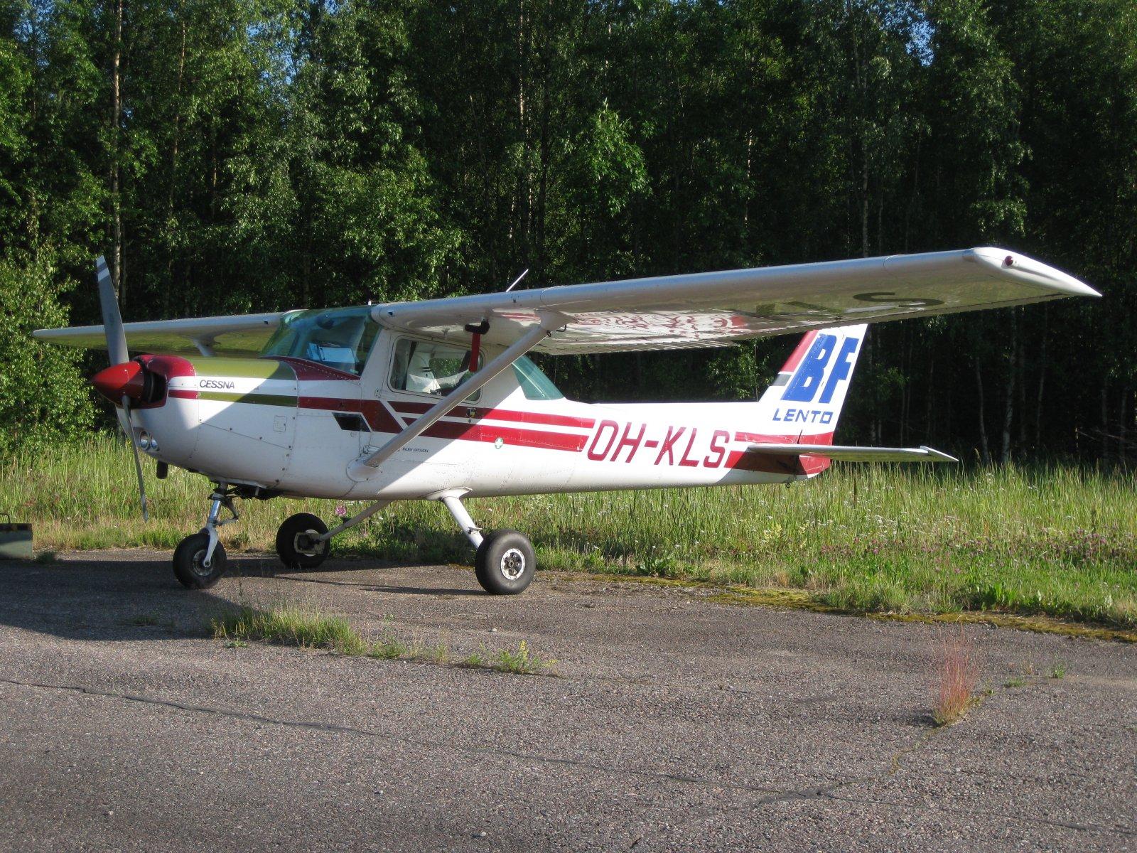 Cessna C152 II OH-KLS EFHN 2009-07-03