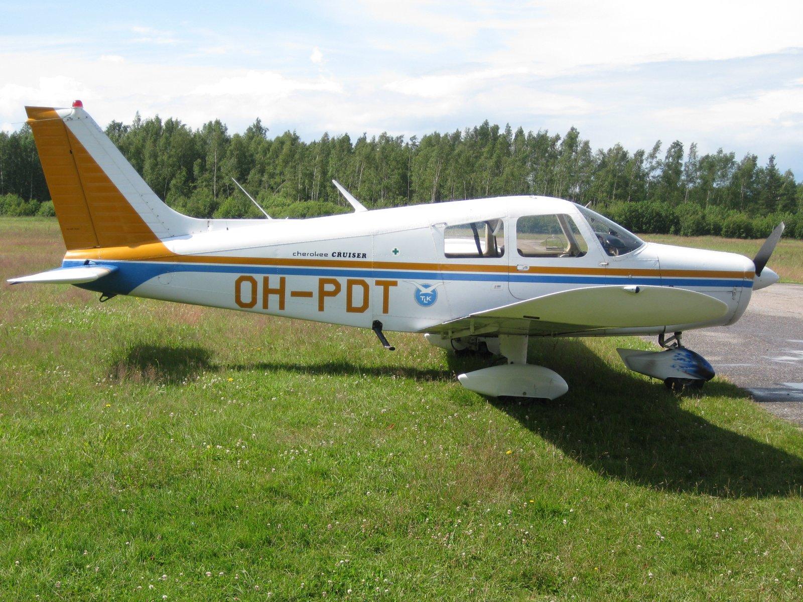 Piper PA-28-140 Cherokee OH-PDT EFHN 2009-07-13