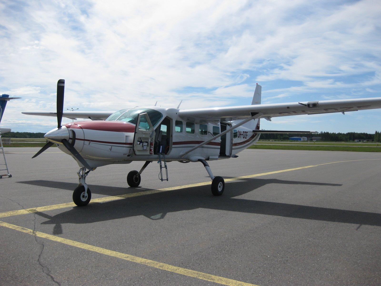Cessna C208B Grand Caravan OH-DZF EFPO 2010-06-17