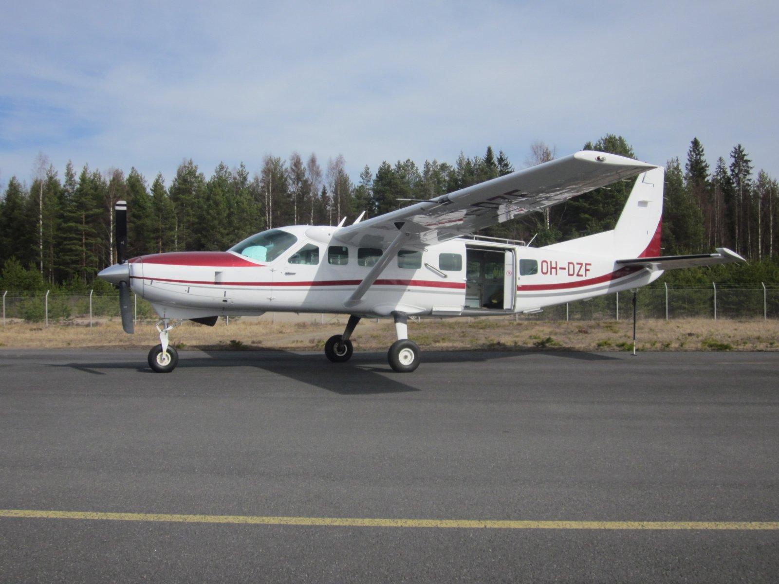 Cessna 208B Grand Caravan OH-DZF EFJY 2014-04-19