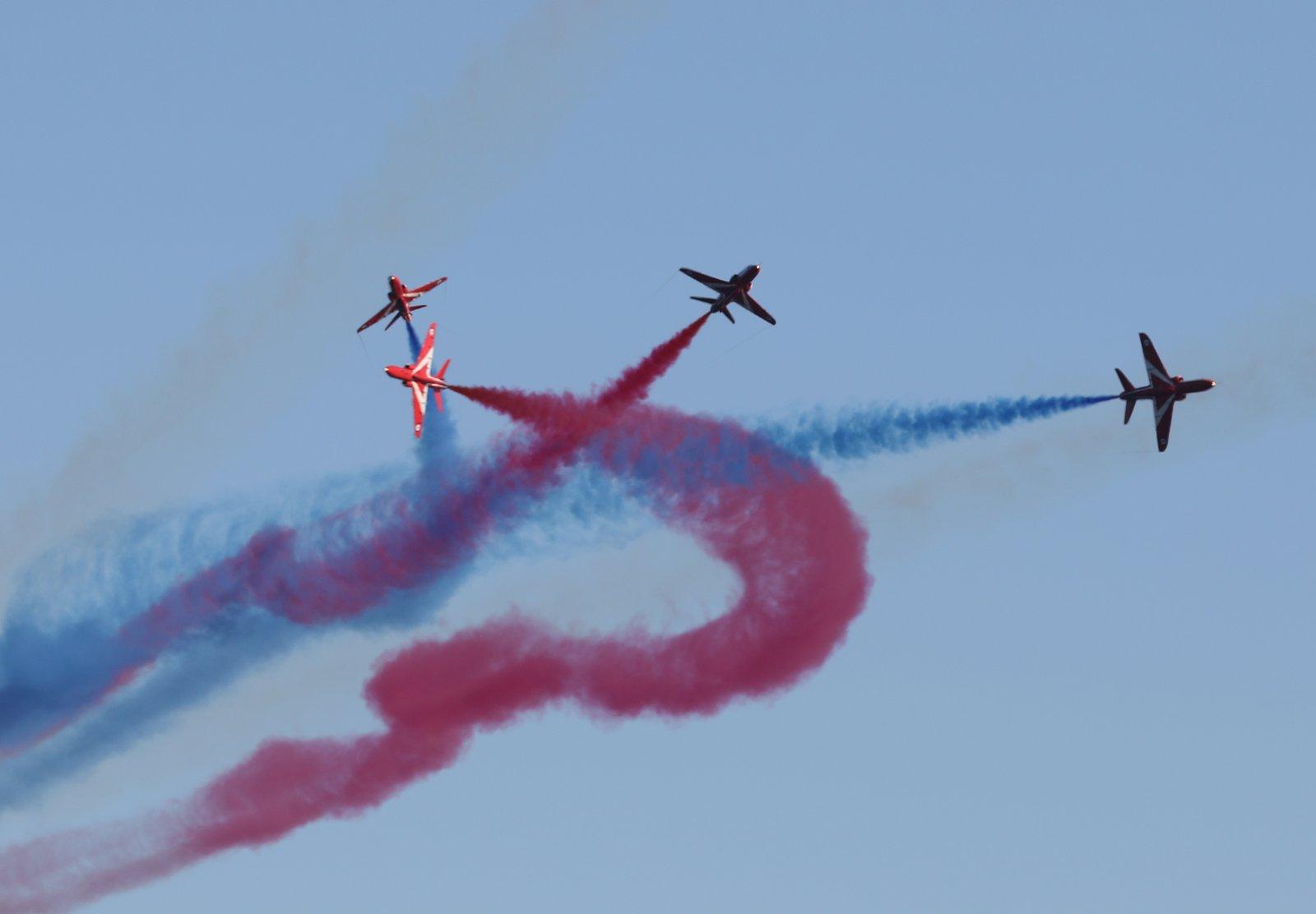 Red_Arrows_split.jpg
