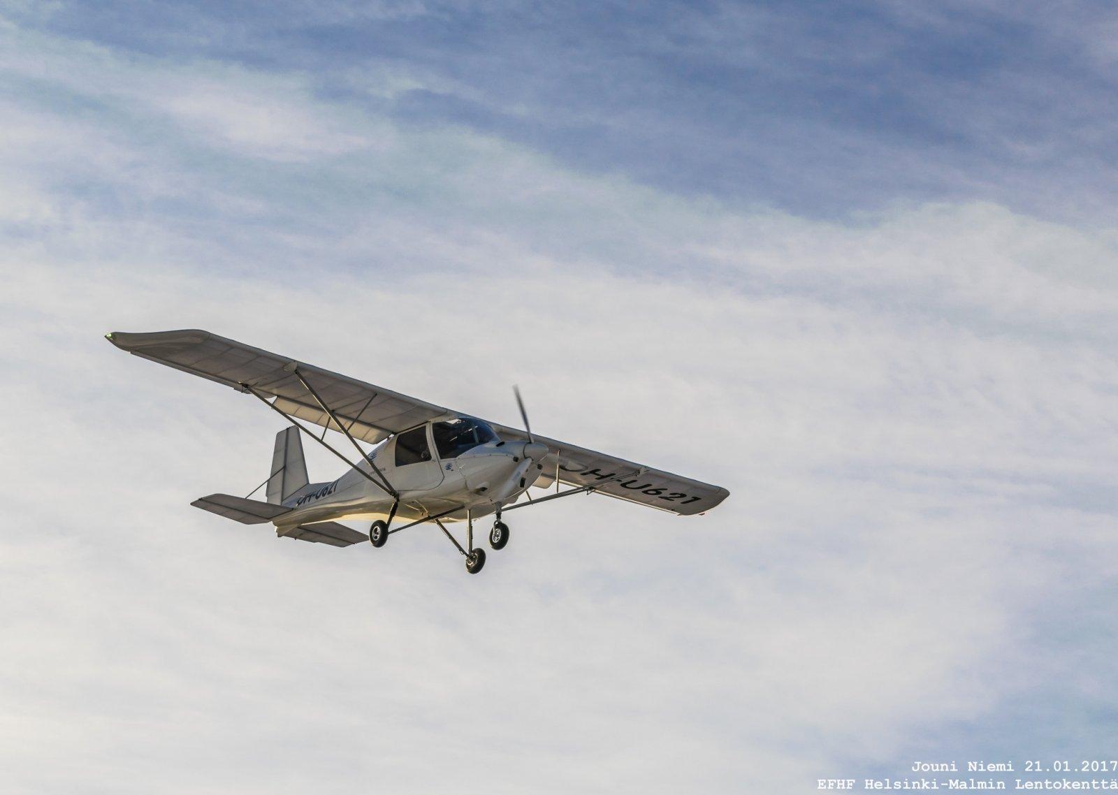 Ikarus C42 B Ultrakevyt OH-U621 RWY 36 Finaalissa