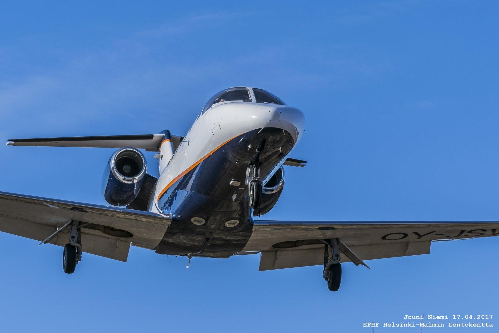 Cessna 525A CitationJet CJ2+ OY-JSW  RWY 36 Finaalissa
