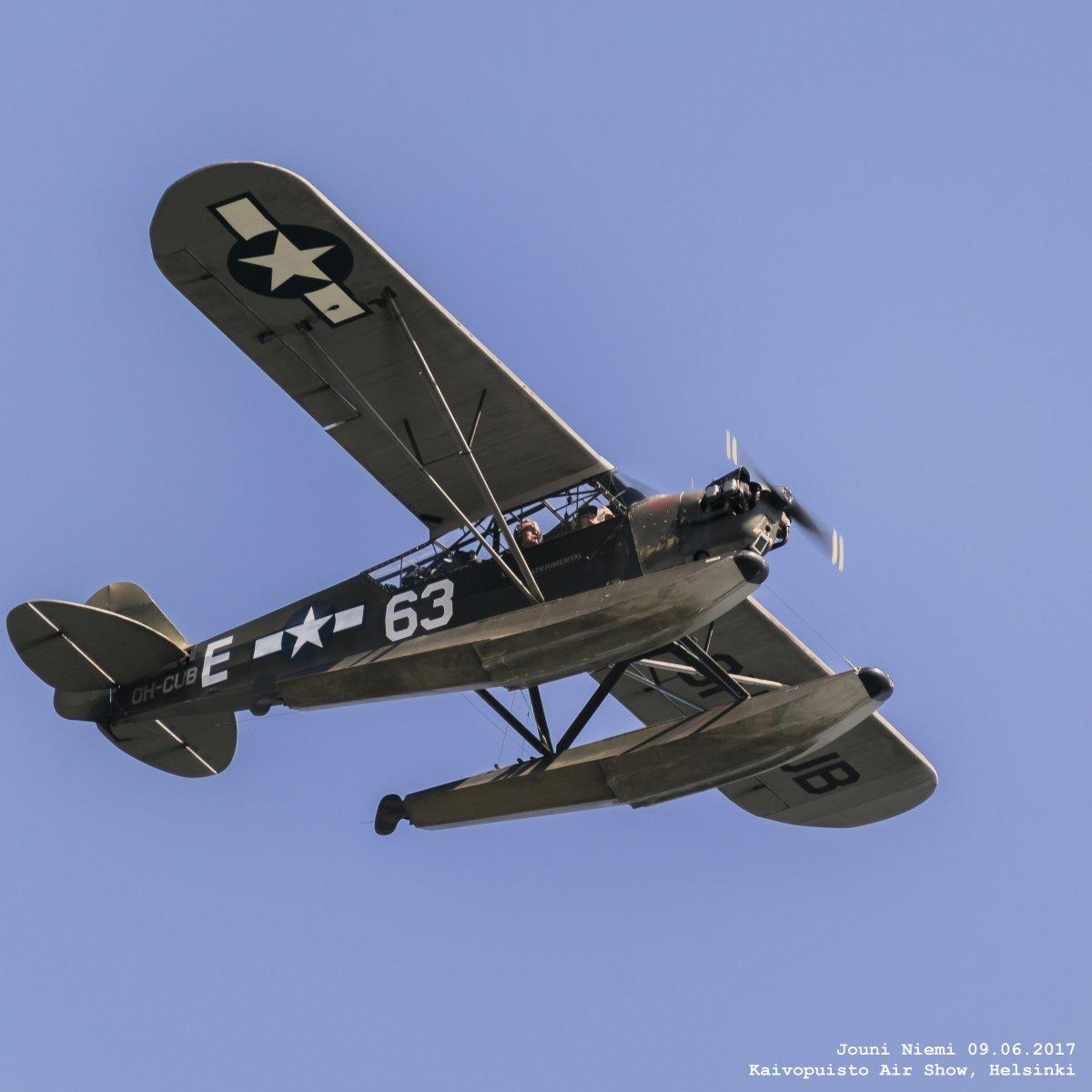 Piper J-3C-65D Mod. (USAAF L-4H Grasshopper s/n 12320) OH-CUB Kaivopuiston Lentonäytöksessä