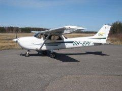 Cessna 172S Skyhawk SP OH-EPI EFHN 2009-04-19
