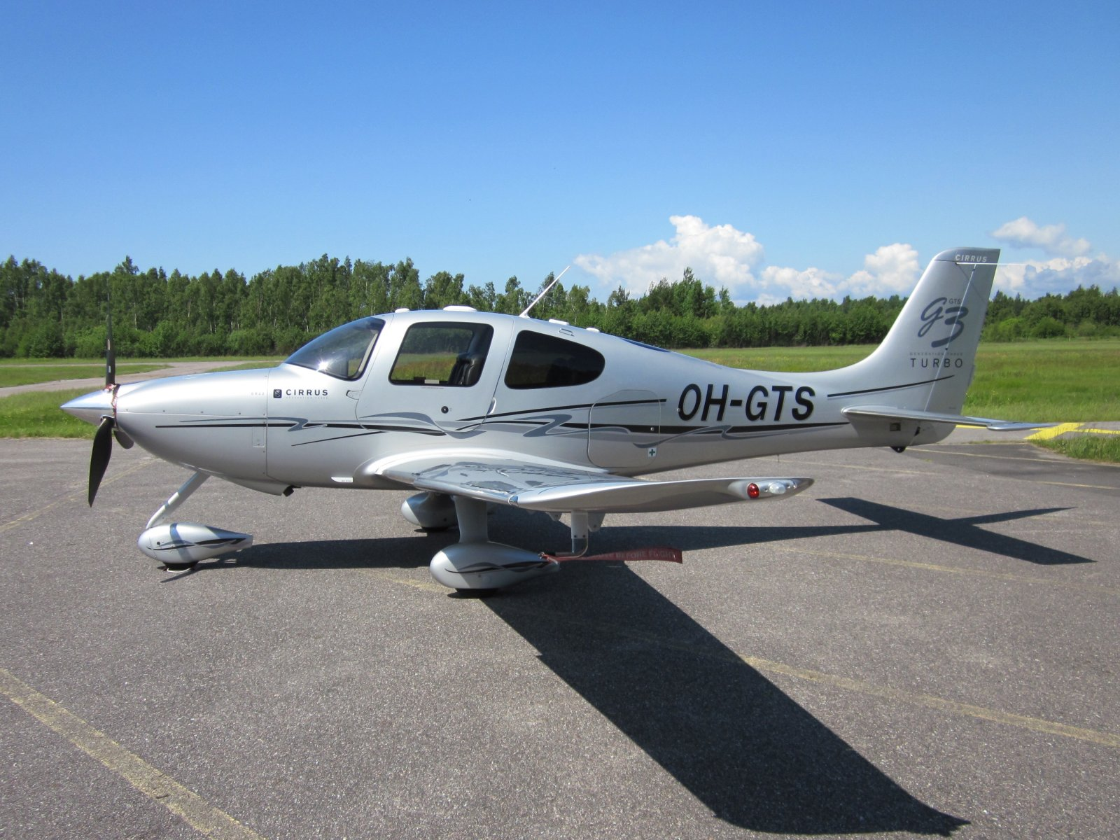 Cirrus SR22-GTS G3 Turbo OH-GTS EFHN 2011-06-26