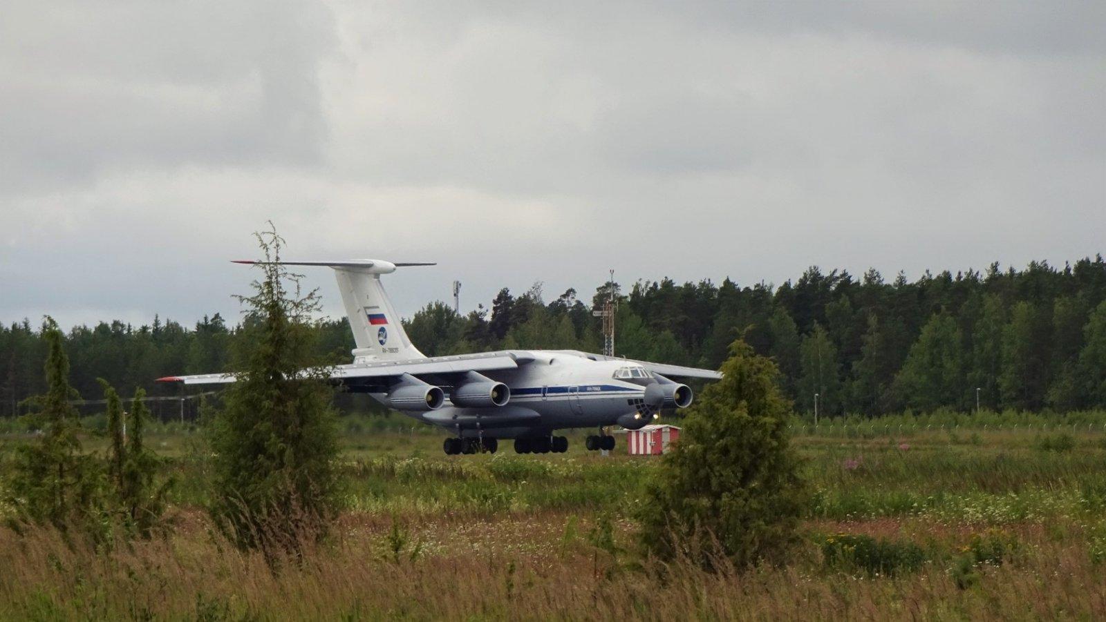Iljushin IL-76MD RA-78835 leijuu, leijuu pitkälle...