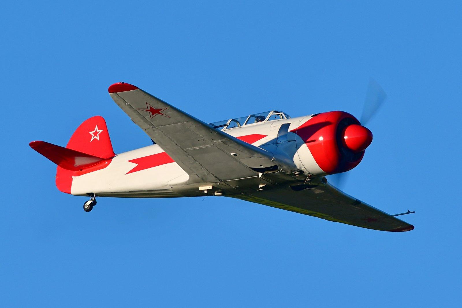 JAK-11 lentää