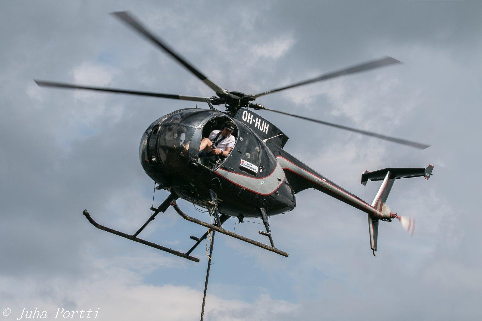 Hughes 500 369D.