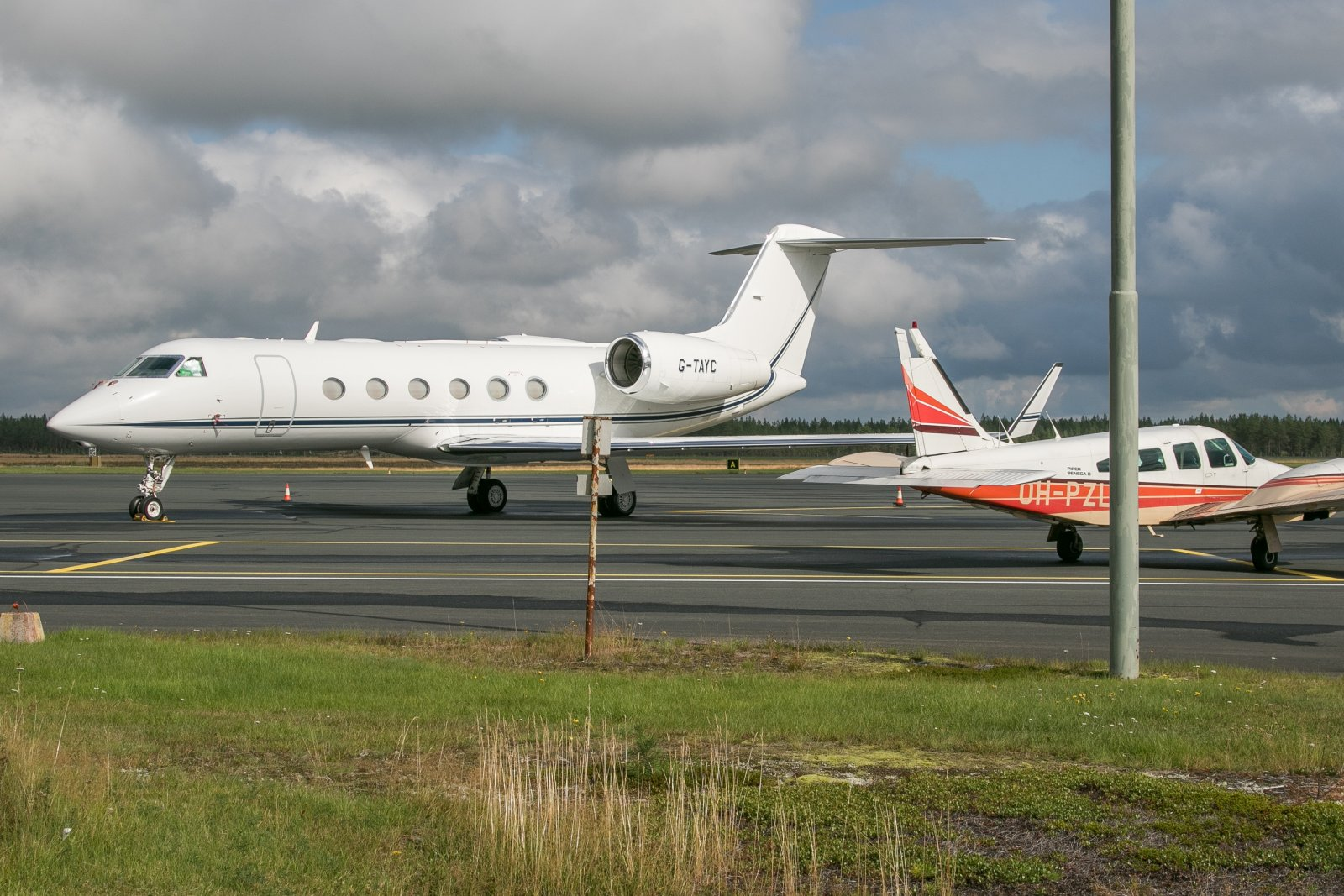 30.9 Kruunupyyssä. G-TAYC, Gulfstream G450