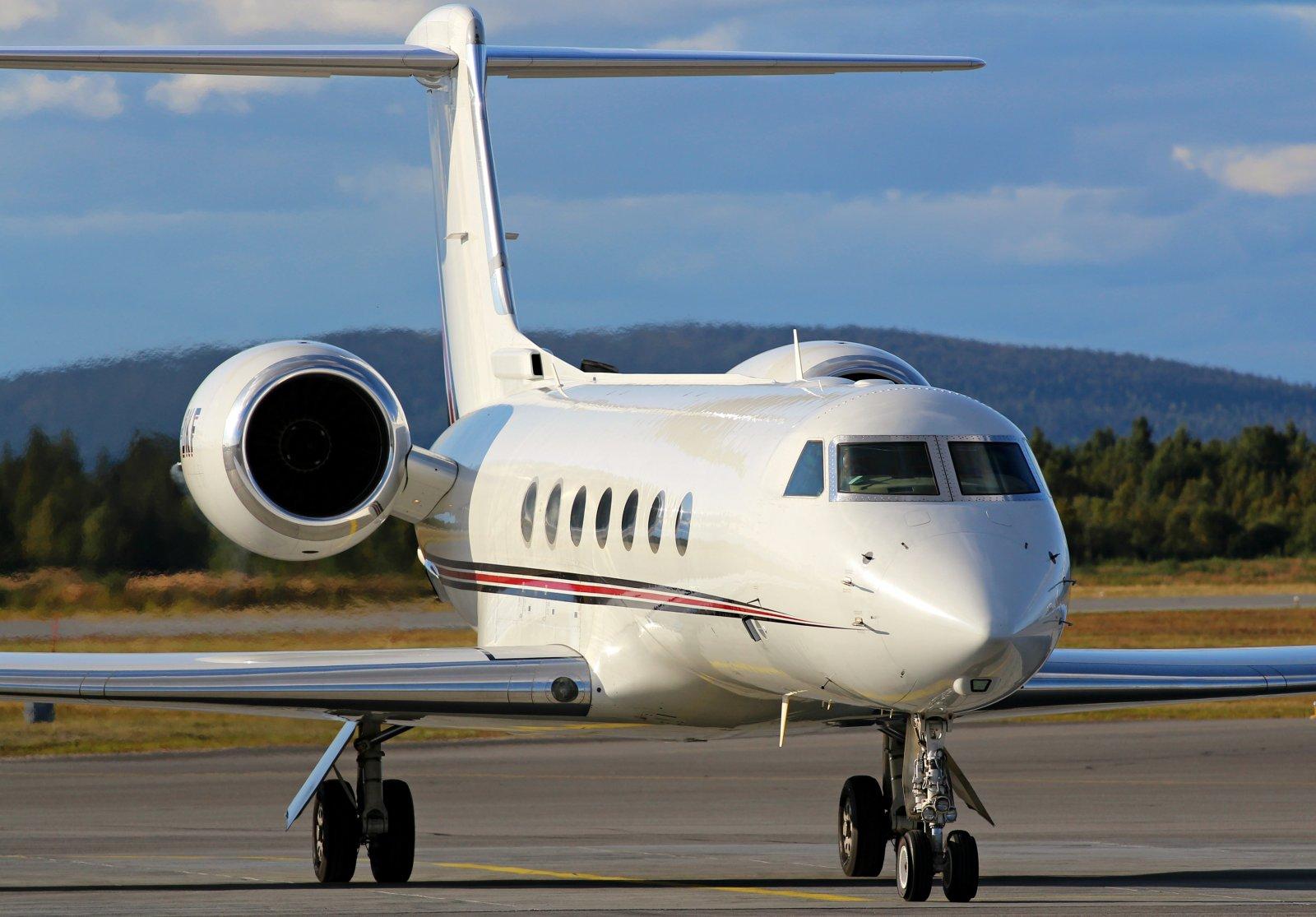 CS-DKF Gulfstream G550