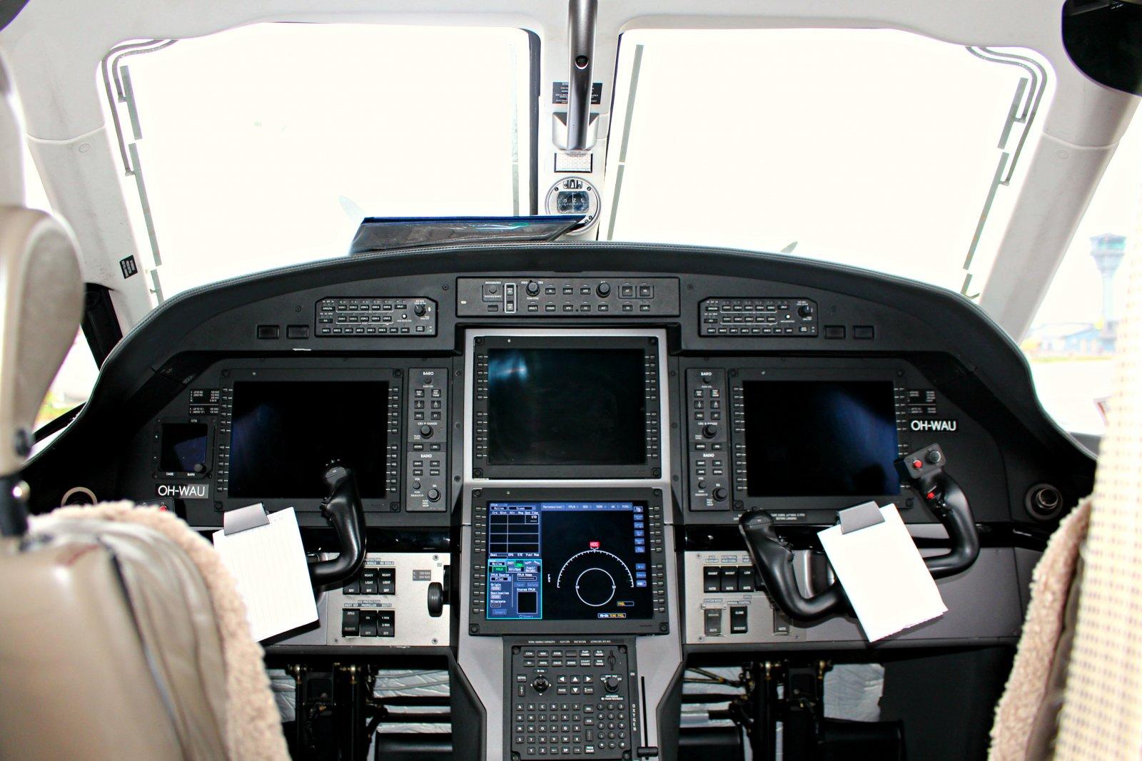 OH-WAU Pilatus PC-12/47E ohjaamo