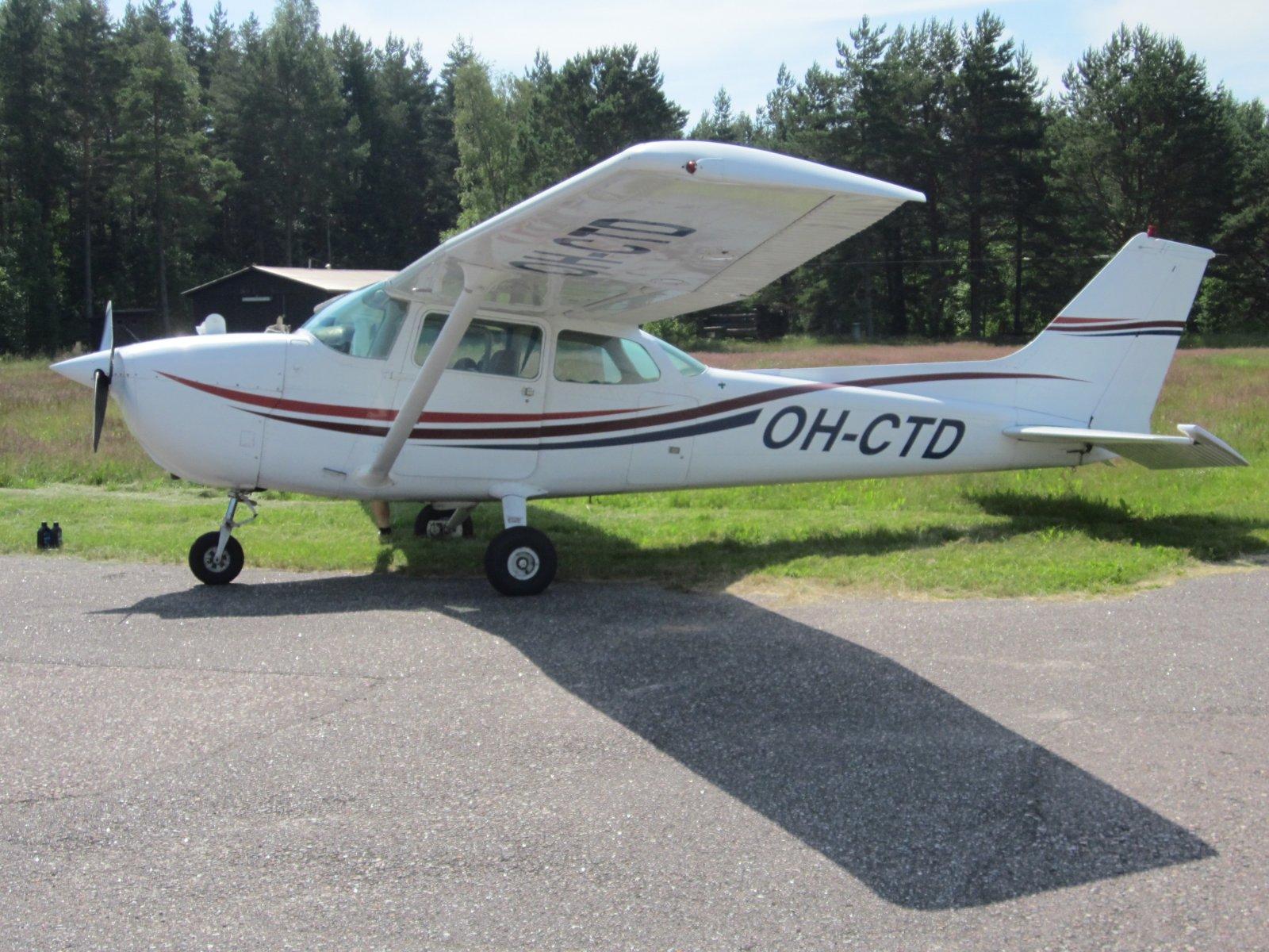 Cessna 172N Skyhawk II OH-CTD EFHN 2014-07-07