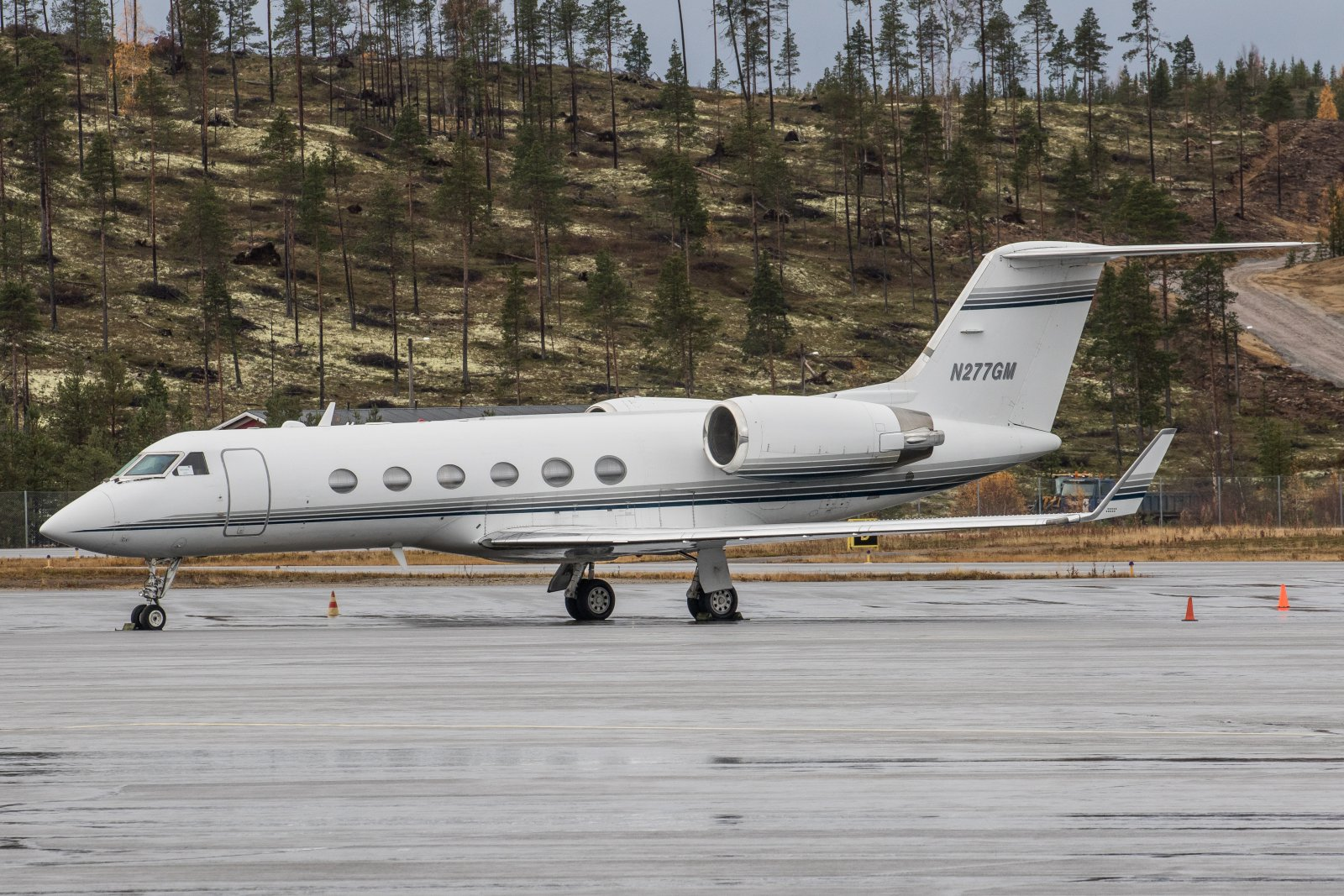 N277GM. Gulfstream Aerospace G-IV, St.Louisista Illinoisista Ivaloon. 8.10
