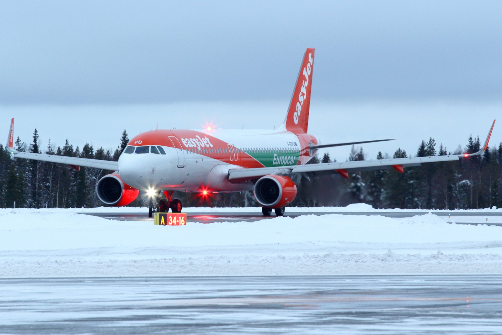 26.11 G-EZPD EasyJet Airbus A320-214