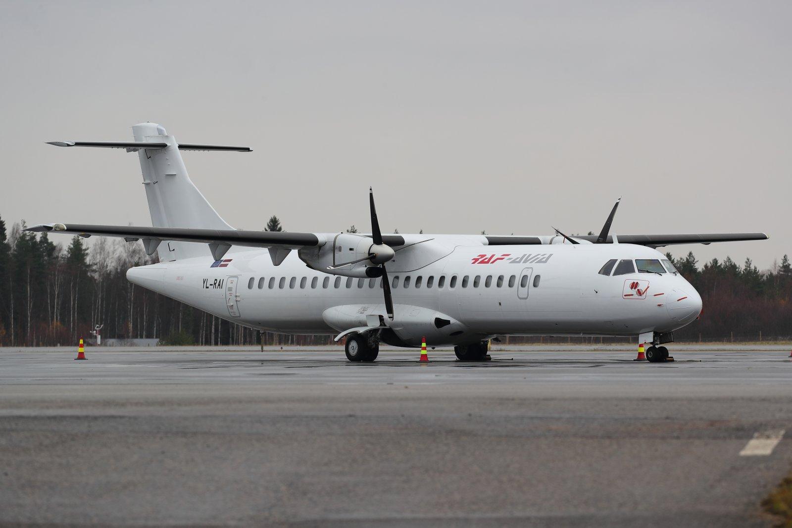 YL-RAI RAF Avian ATR 72 niinikään tänään Turussa.