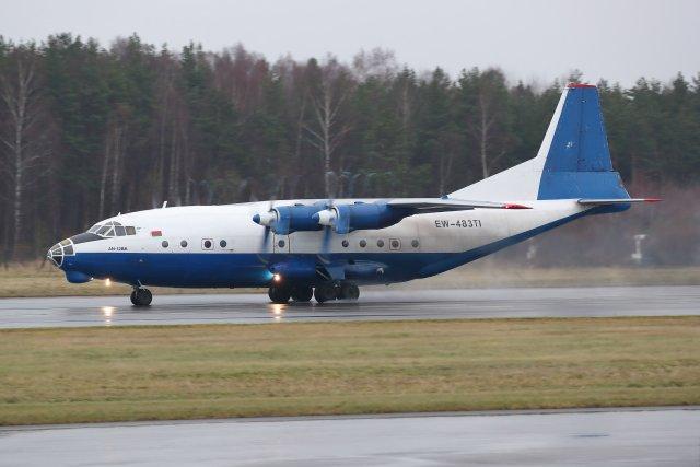 EW-483TI Ruby Starin An-12 lähdössä tänään Turusta kohti Azoreita.