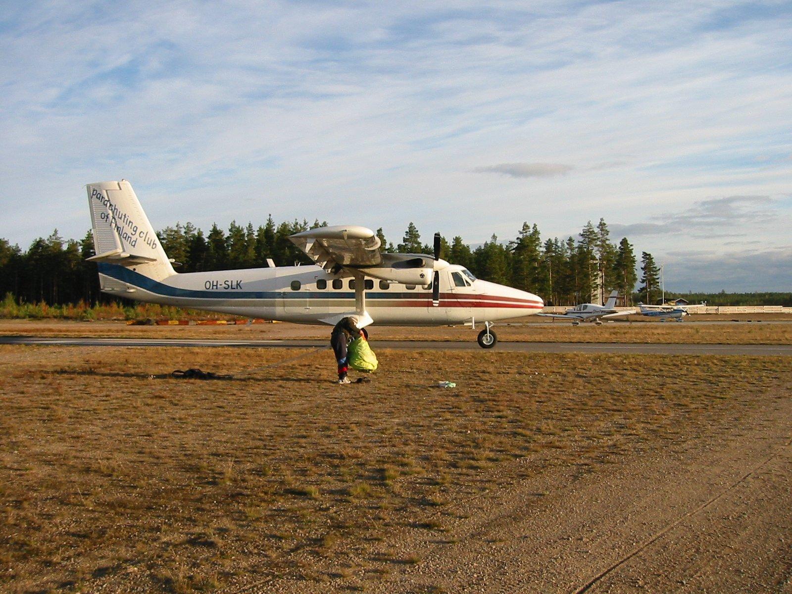 DHC-6-300 Twin Otter OH-SLK EFIK 2002-09-20