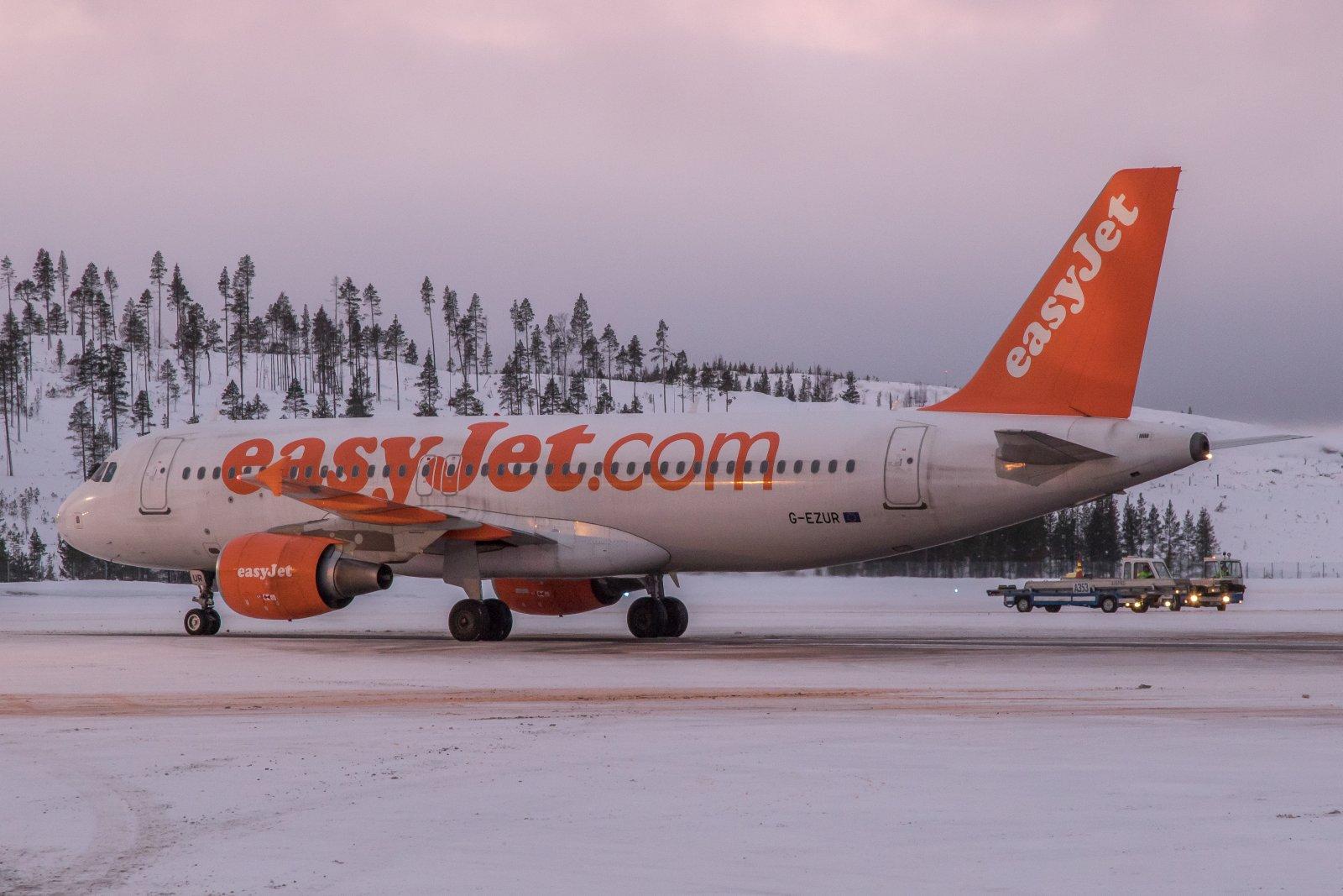 G-EZUR. easyJet Airbus suoraan Lontoosta.