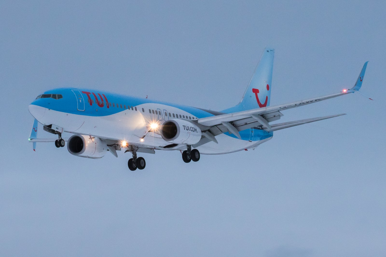 G-TAWK. Boeing 737-8K5