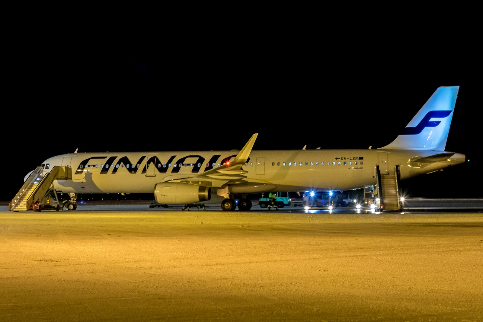 OH-LZR. Siinäpä muutaman viikon vanha Finnairin Airbus 321-231