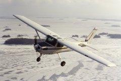 Lentoa Sipoonlahden yllä helmikuussa 1993. OH-NEU