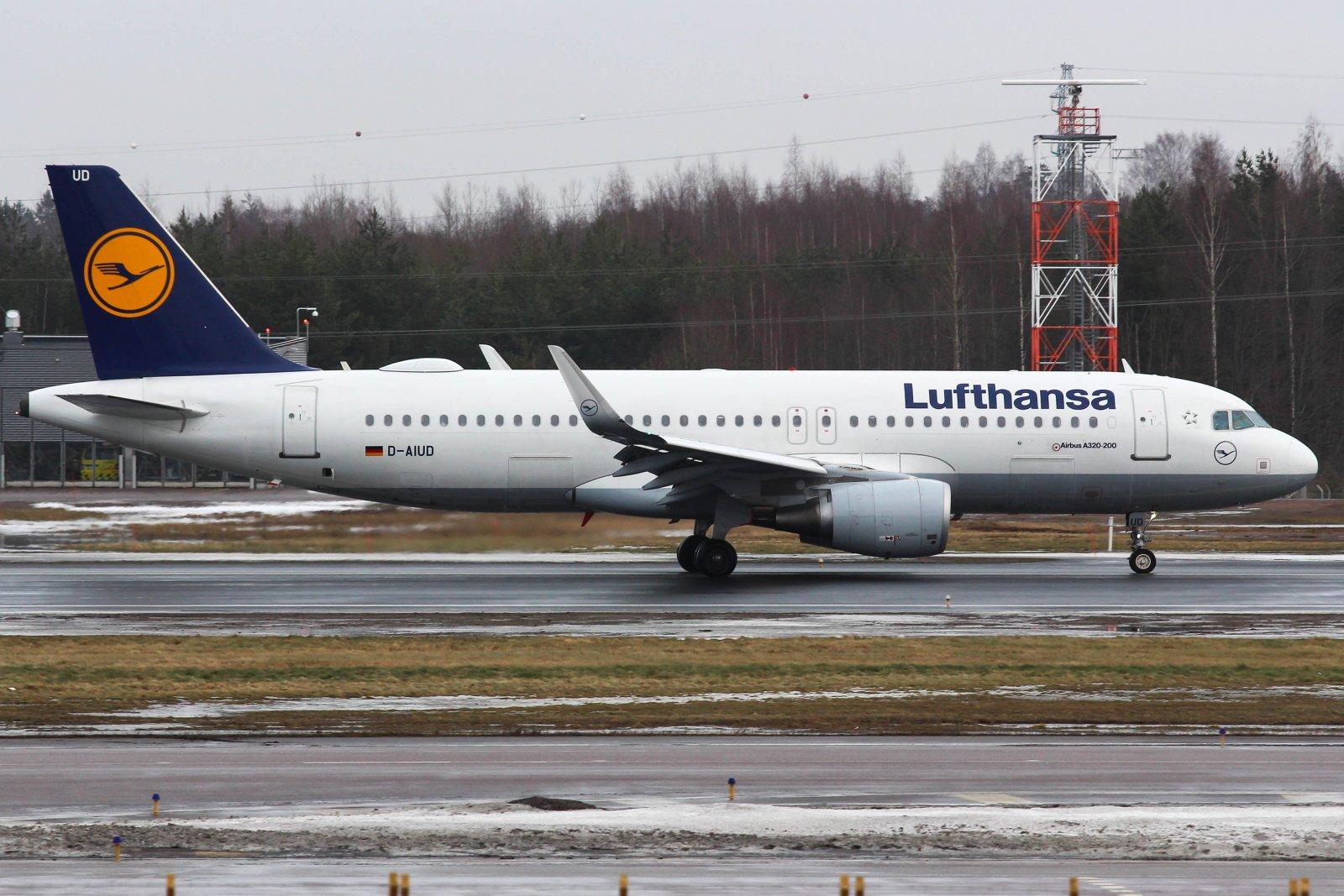 26.1 D-AIUD Airbus A320-214